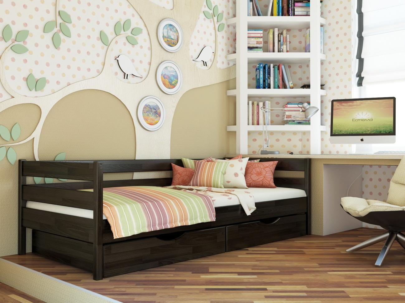 Кровать для ребенка из темного дерева
