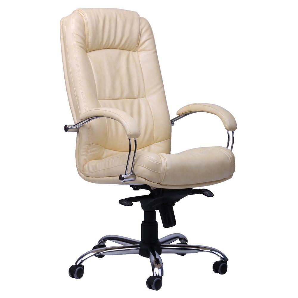 Кожаное кресло руководителя белого цвета